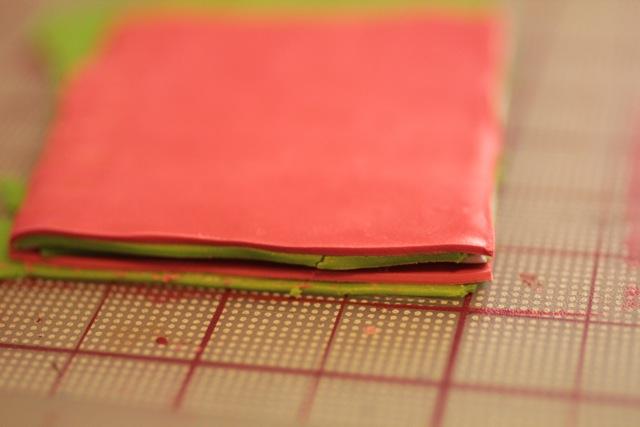 Кулон из полимерной глины-уложите слои