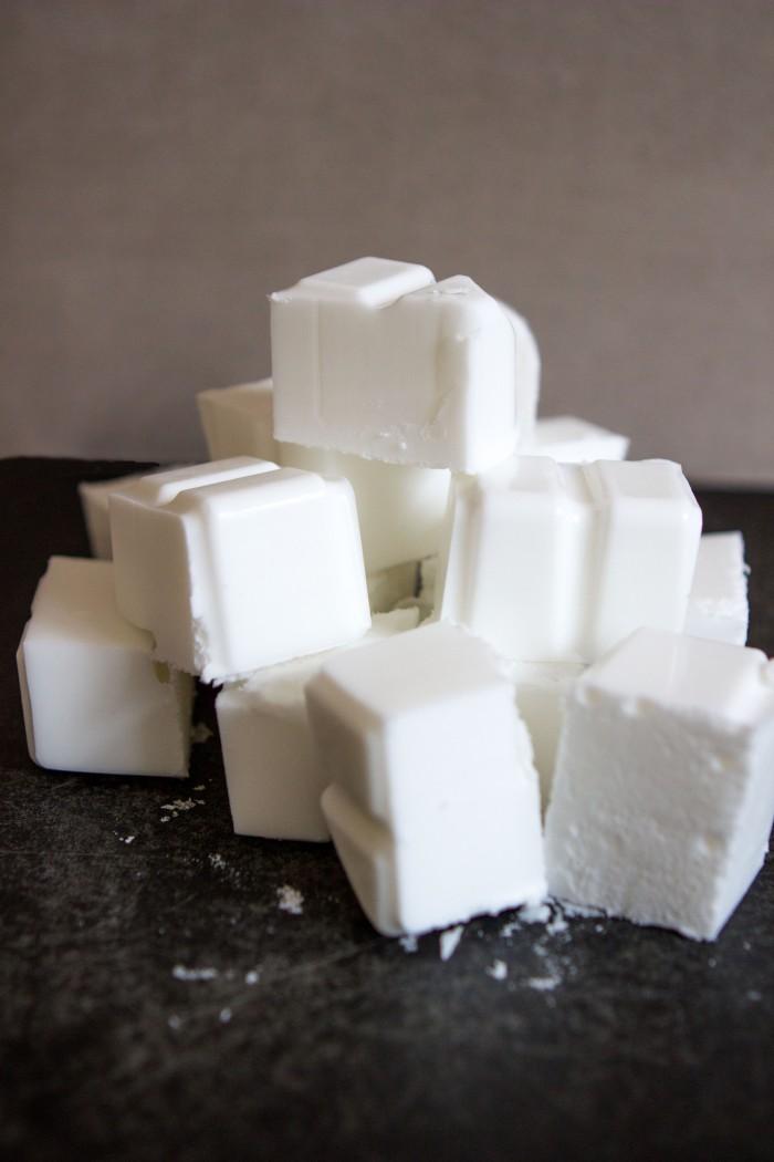 Лавандовое мыло - режем основу на кубики
