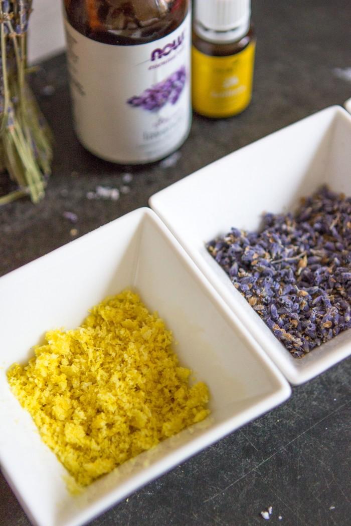 Лавандовое мыло - натираем лимон на терке