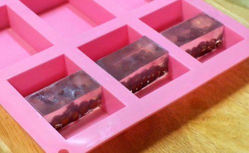 Мыло с фасолью-укладываем прозрачные секции