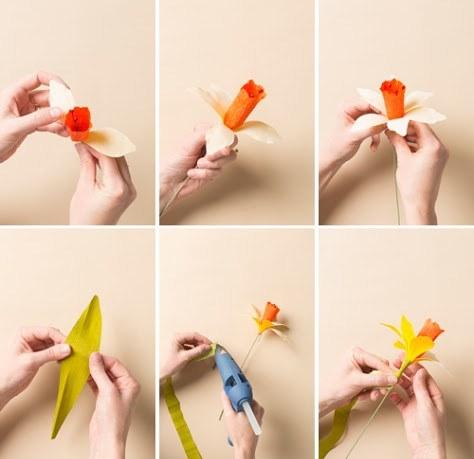Нарцисс из бумаги-клеим лепестки и оборачиваем полоской