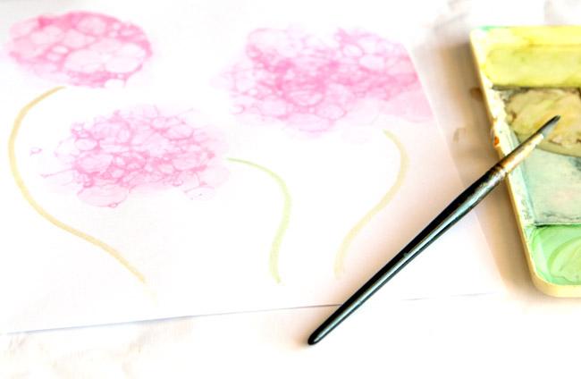 Открытка с гортензиями из мыльных пузырей-рисуем стебли