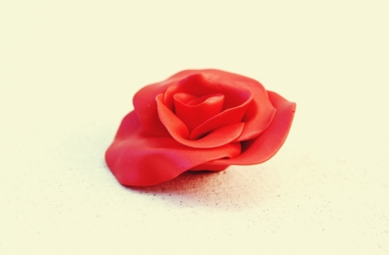 Роза из полимерной глины своими руками