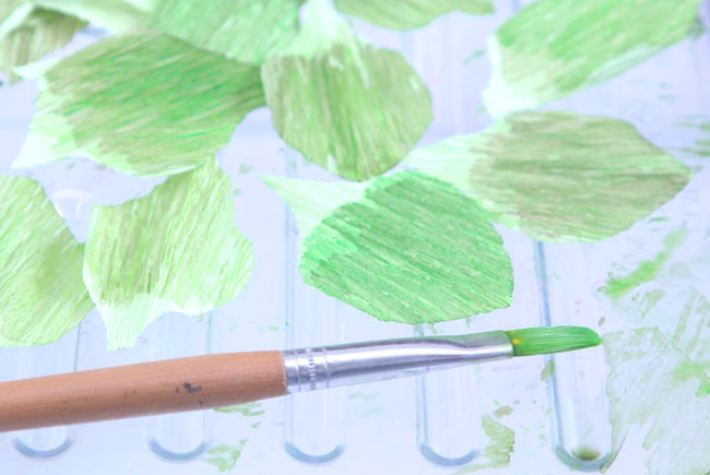 Цветущая вишня из бумаги-красим листочки
