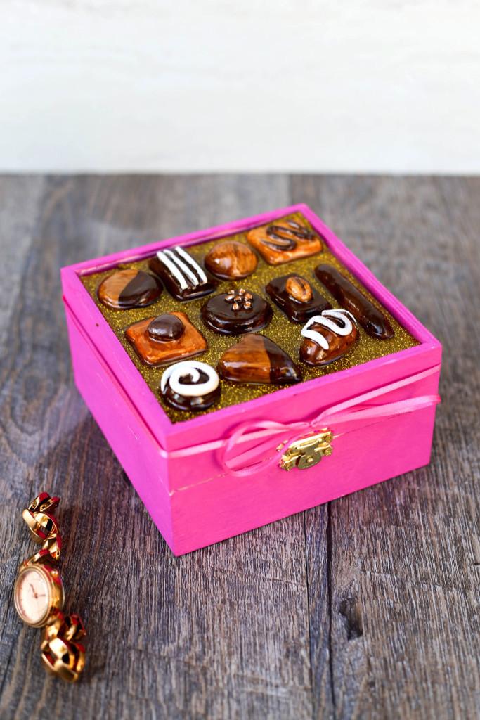 Украшение для шкатулки в виде конфет