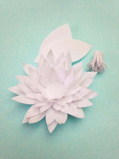 Водяные лилии из бумаги-клеим цветок