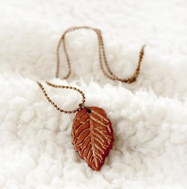 Листья из полимерной глины-кулон