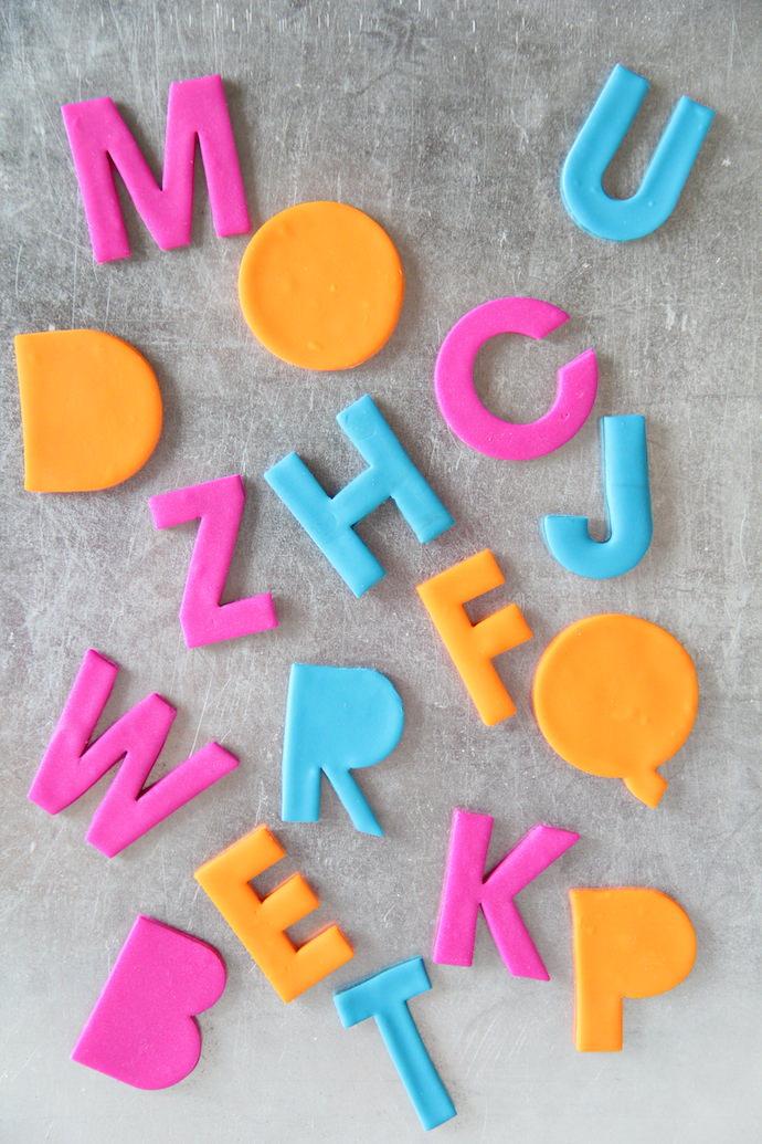 Буквы на магнитах из полимерной глины