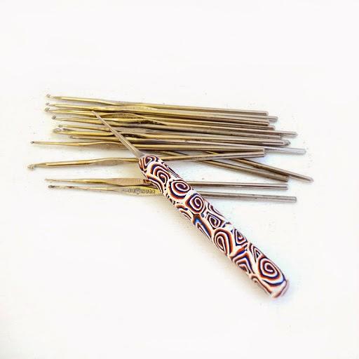 Декор крючка для вязания полимерной глиной