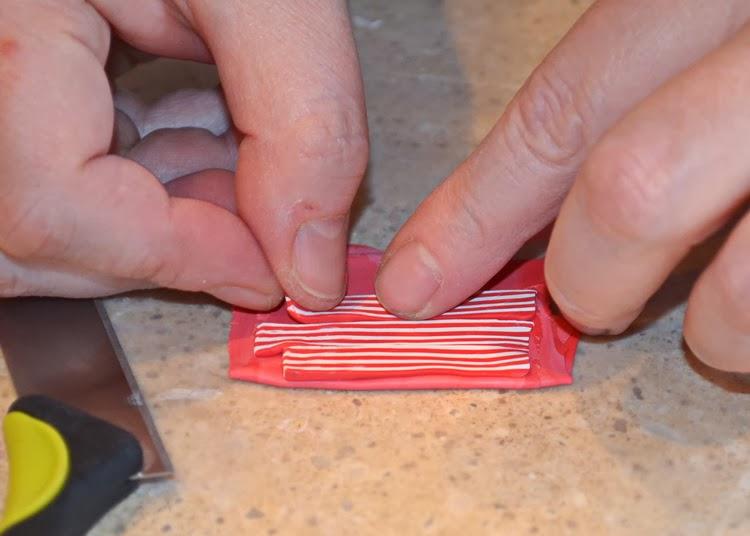 Как украсить крючок-порежьте на тонкие полоски