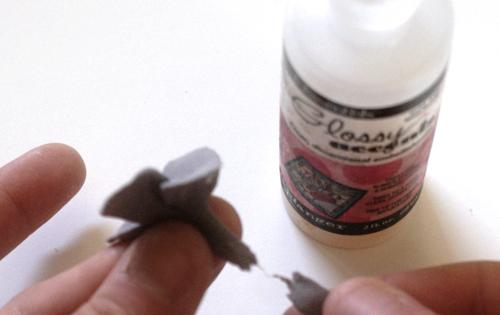 Гортензии из глины-удалите лишнюю глину снизу