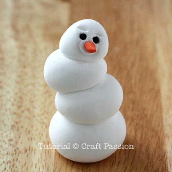 Снеговик из полимерной глины-продавите брови