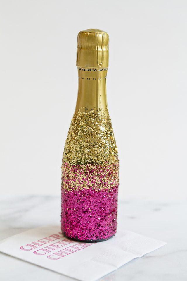 Как украсить шампанское-добавьте розовый глиттер