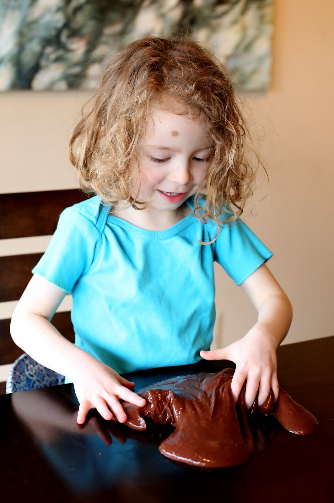 Лизун с шоколадным ароматом-игры ребенка на столе
