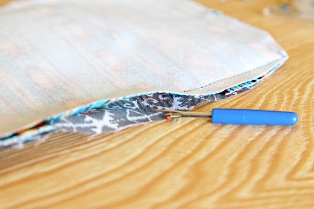 Распарываем шов на обложке для паспорта