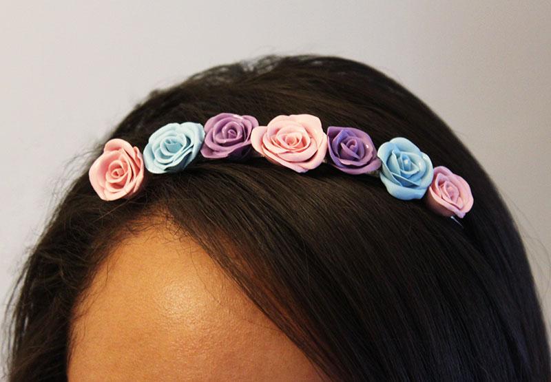 Ободок с розами на голове