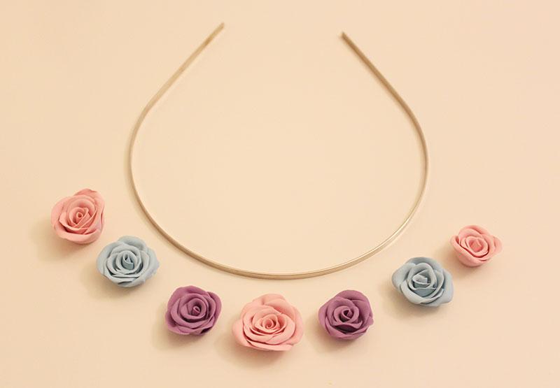 Ободок с розами-распределите цветы