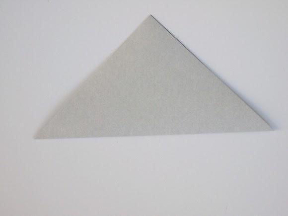 Оригами кошка-сложите бумагу по диагонали