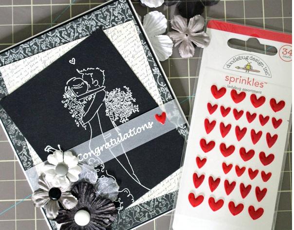 Украшаем открытку на свадьбу: наклейки-сердечки