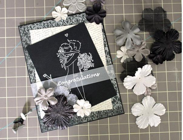 Украшаем открытку на свадьбу: бумажные цветы