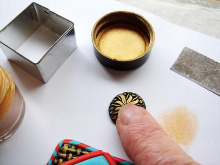 Пуговица из глины-выдавите элемент