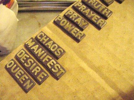 Штамп из глины-отправьте на обжиг