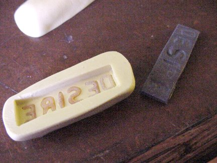 Штамп из глины-извлеките надписи
