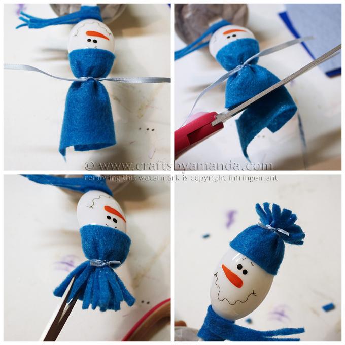 Снеговик из пластиковой ложки в глиняном горшке-сделайте шапку с бахромой