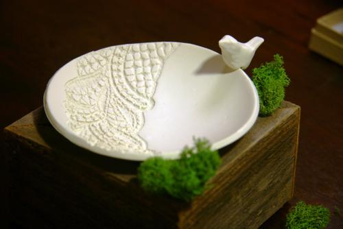 Тарелочка для колец на свадьбу с птичкой