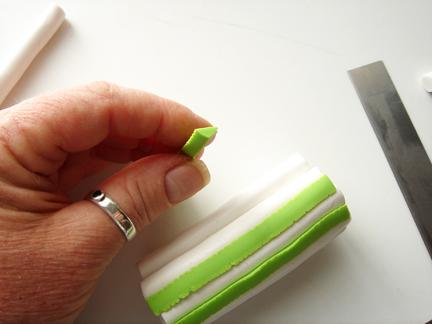 Трость из глины-в зазоры положите зеленую глину