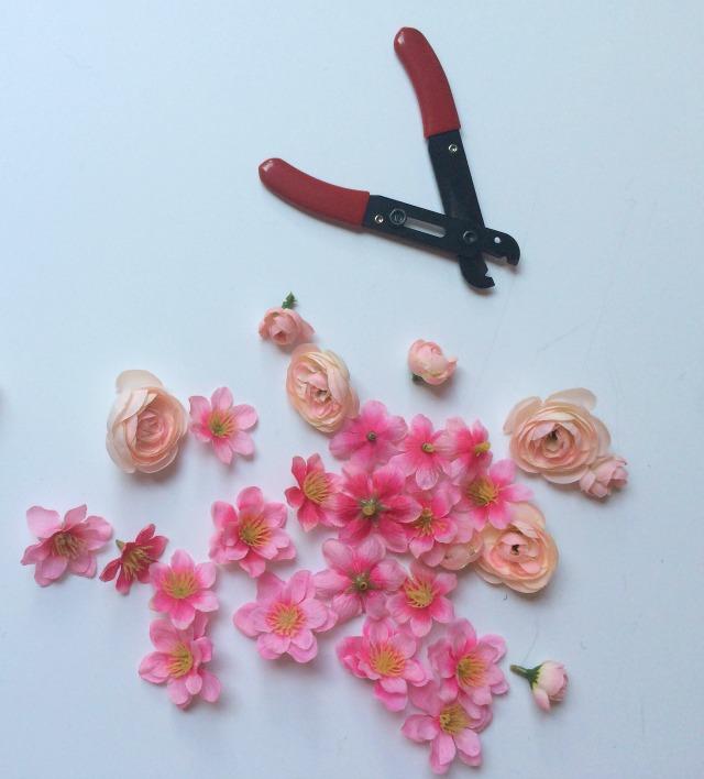 Украшение сумочки цветами-обрежьте цветы