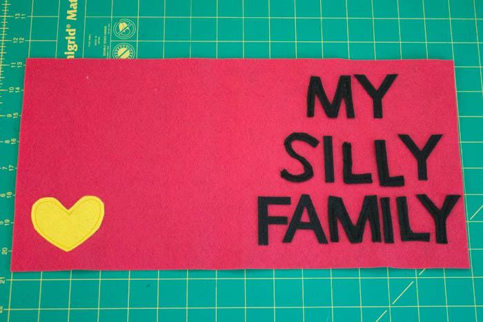 Фотоальбом из фетра-пришейте буквы и сердце