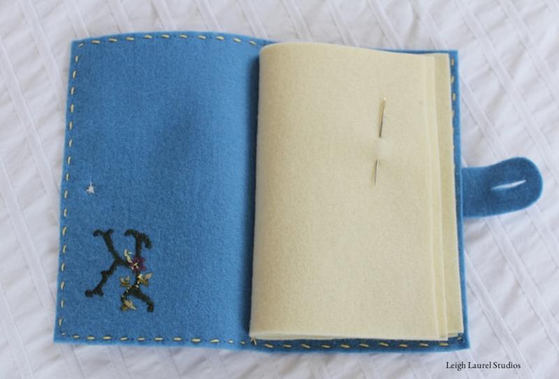 Игольница-книжка из фетра