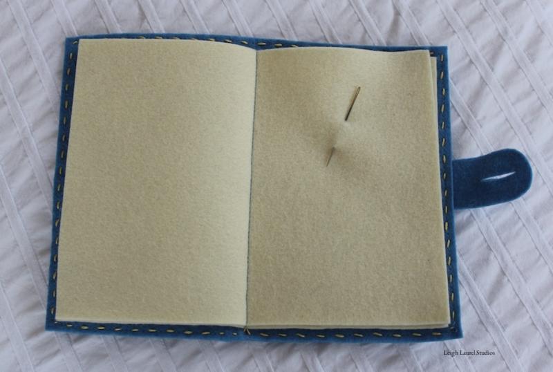 Книжка игольница из фетра-вшейте листы для серединки