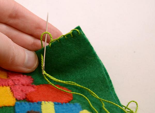 Носок из фетра-вставьте иглу в образовавшуюся петлю
