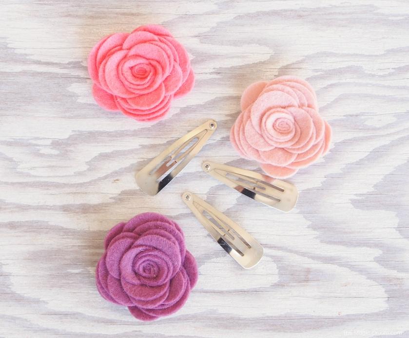 Заколки из фетра-приклейте розы на заколки