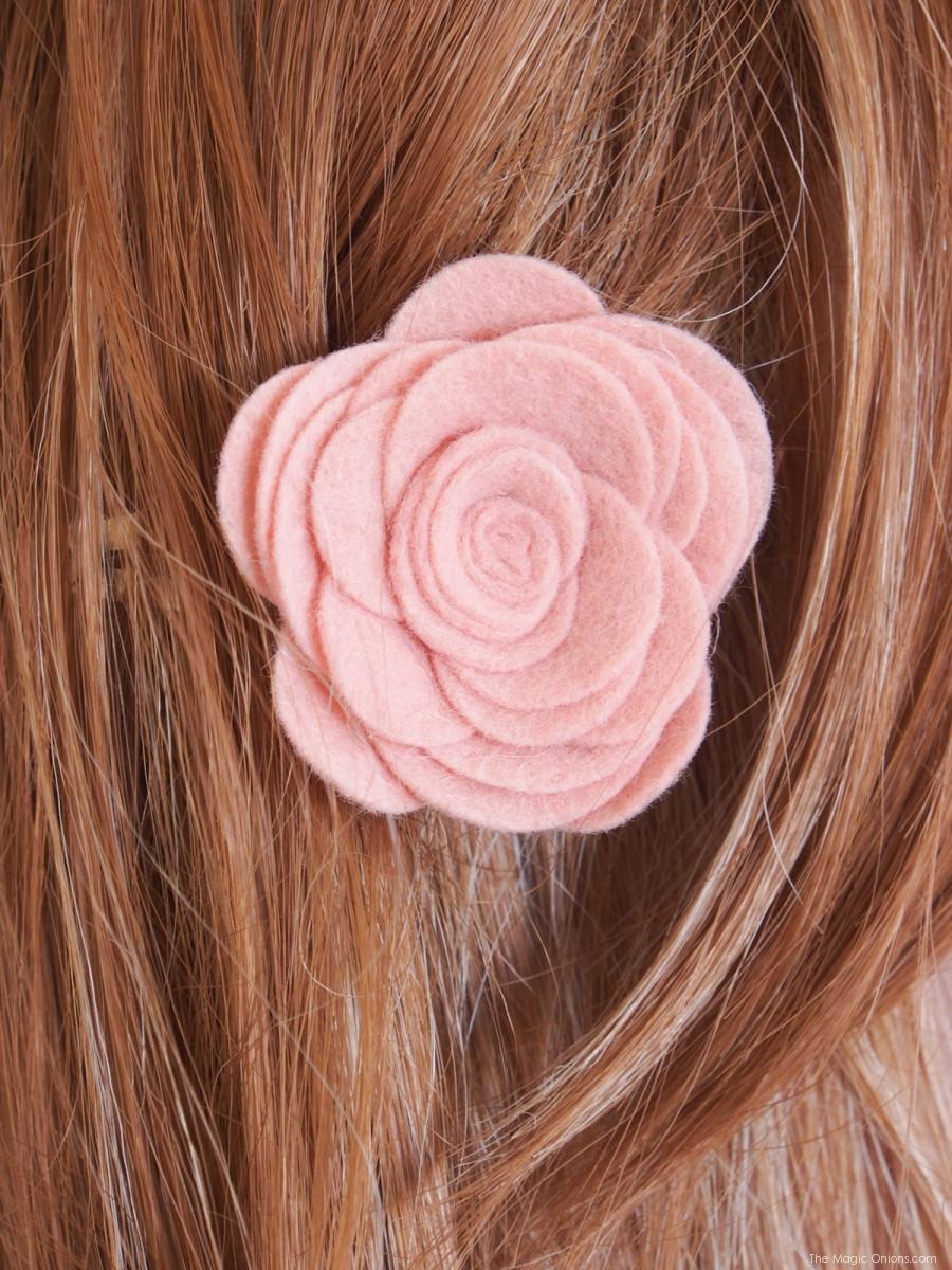 Заколки из фетра в волосах