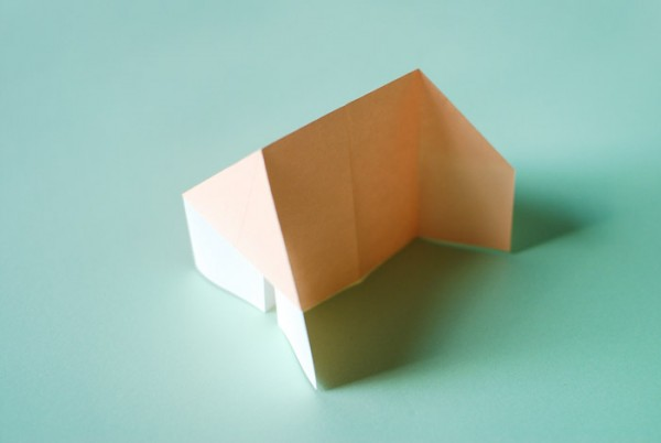 Домик оригами-расправьте края