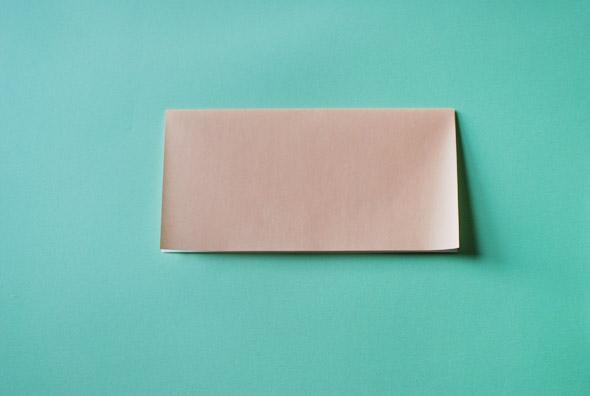 Домик оригами-сложите квадрат пополам