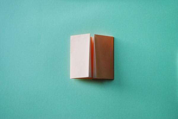 Домик оригами-заверните правый край к середине