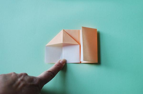 Домик оригами-приплюсните бумагу
