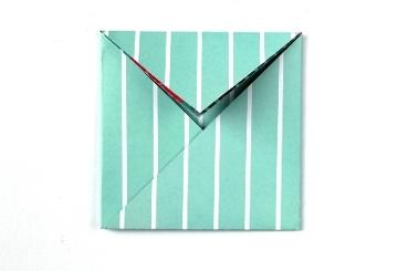 Конверт оригами-заверните верхний клапан вниз