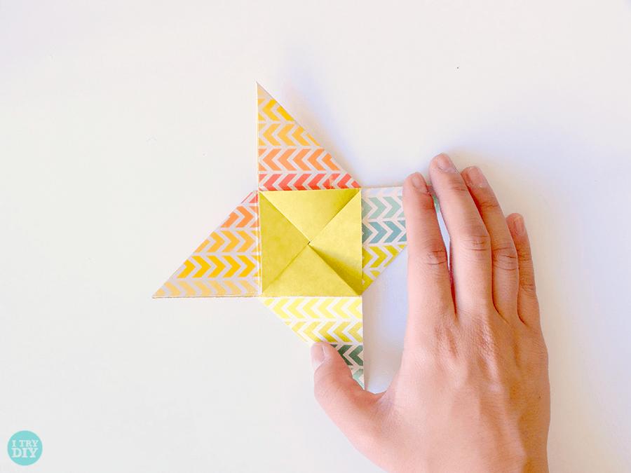 Конверт оригами-прогладьте загибы
