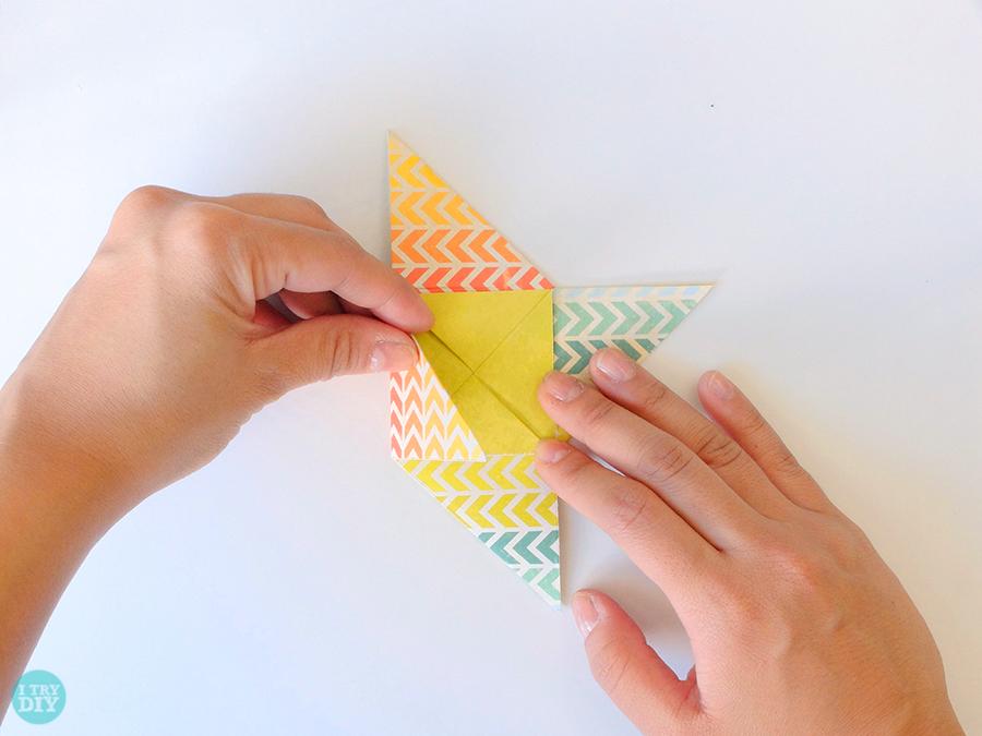 Конверт оригами-загните левый угол