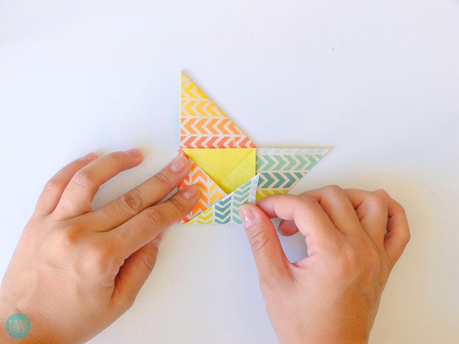 Конверт оригами-загните нижний угол