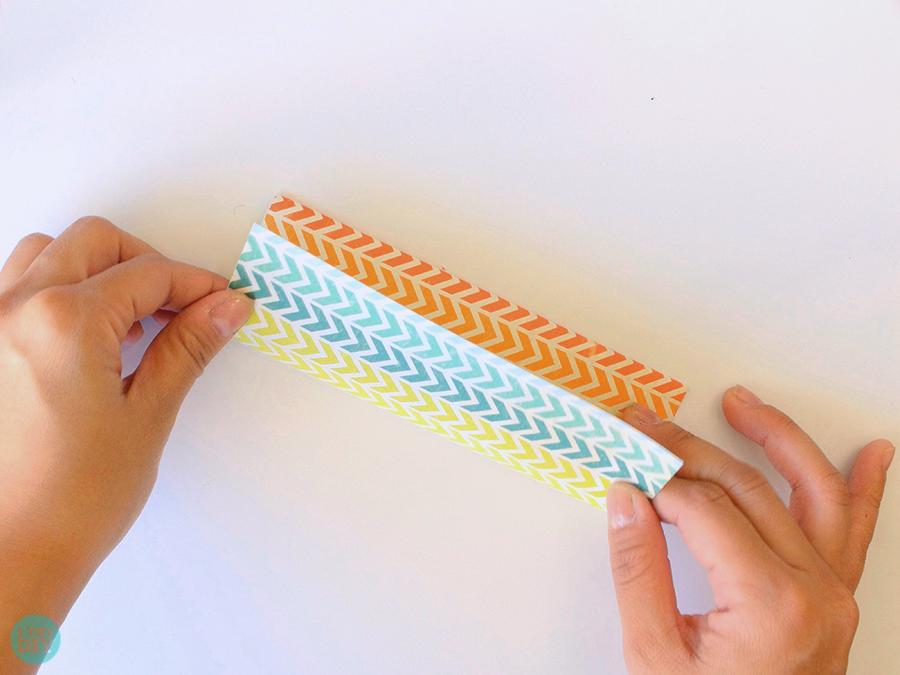 Конверт оригами-прогладьте загибы линейкой