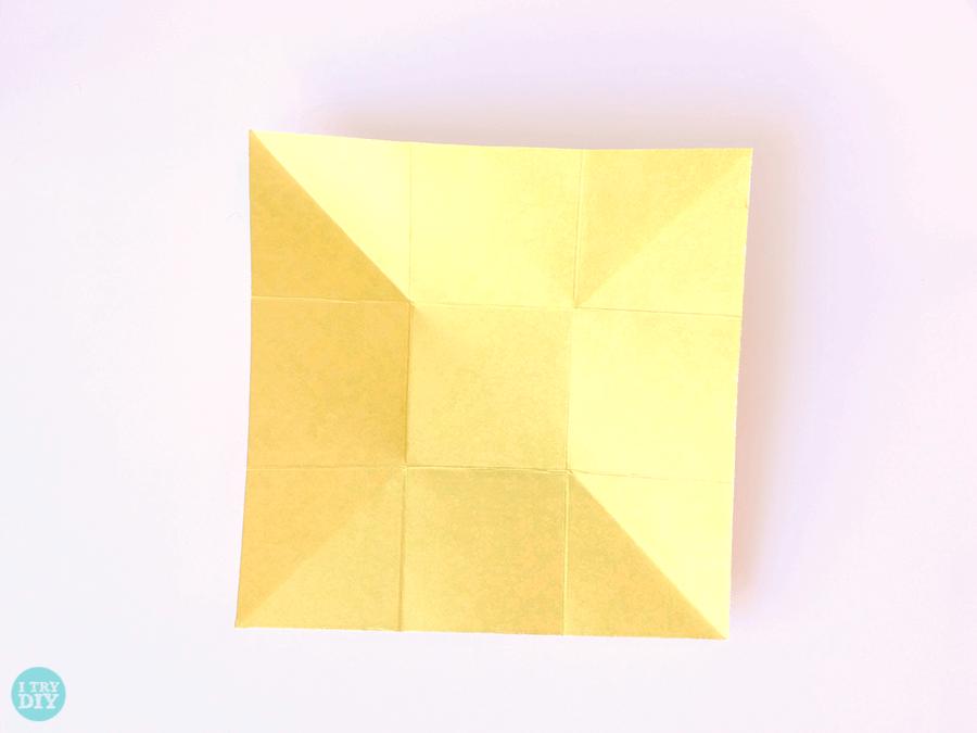 Конверт оригами-согните по обеим диагоналям