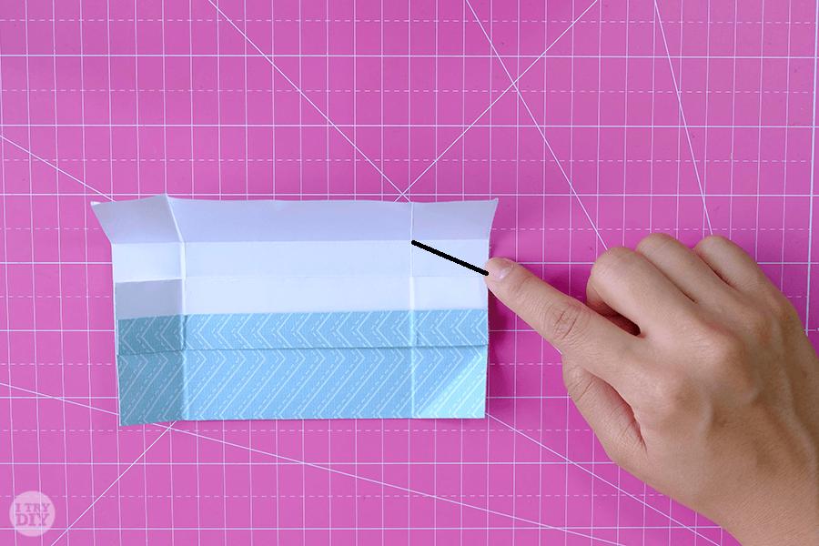 Оригами конверт для денег-загните боковые углы