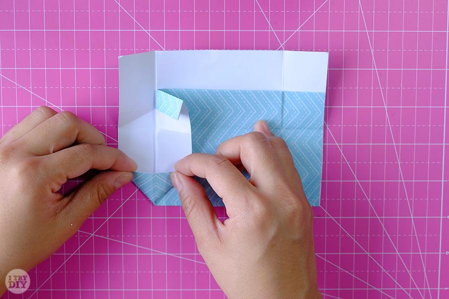 Оригами конверт для денег-сложите левую сторону