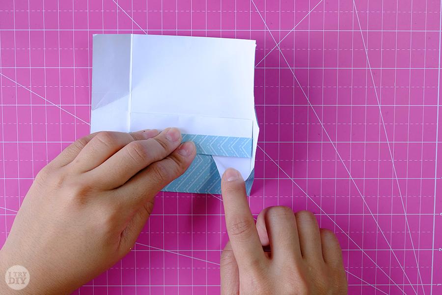 Оригами конверт для денег-раскройте нижний угол
